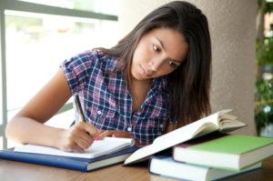 hispanic-girl-studying