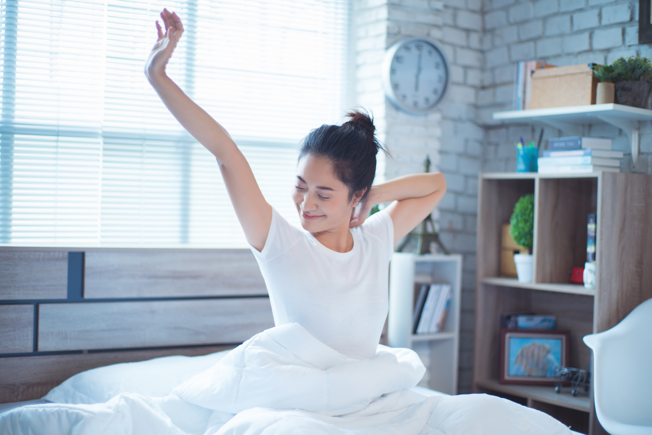 https://d3srkhfokg8sj0.cloudfront.net/wp-content/uploads/SH101_Library/young-woman-waking-up-stretching-GettyImages-930468056.jpg