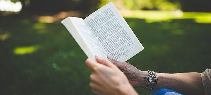 Woman-reading-outside