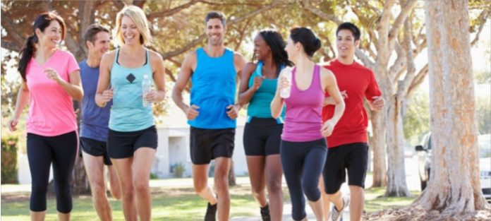 Group-of-people-running-together