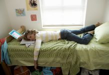 Eight Ways to Arrange a Sleep-Friendly Dorm Space