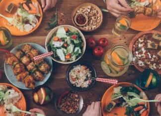 Full dinner table