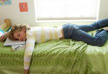 Young-woman-who-fell-asleep-studying