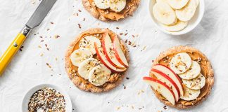 Rice cakes with peanut butter, apple, and bananas