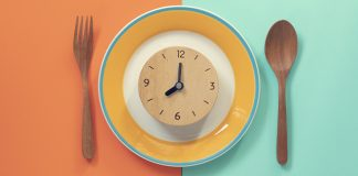 clock on a dinner plate setting | healthy dinner meal prep