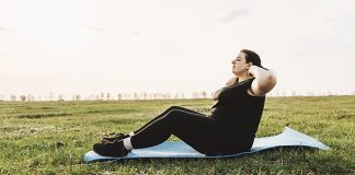 woman doing sit ups outdoors | are sit ups bad for you