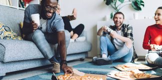 group of friends eating pizza | how to eat intuitively