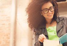 happy girl reading outside | best study method